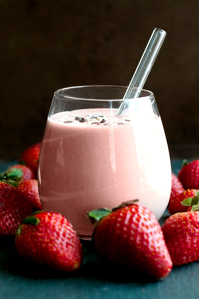 Strawberry-Shortcake-Overnight-Oatmeal-Smoothie